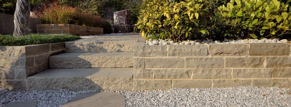 Muretti in pietra granulati zandobbio granulati - Muretti per giardino ...