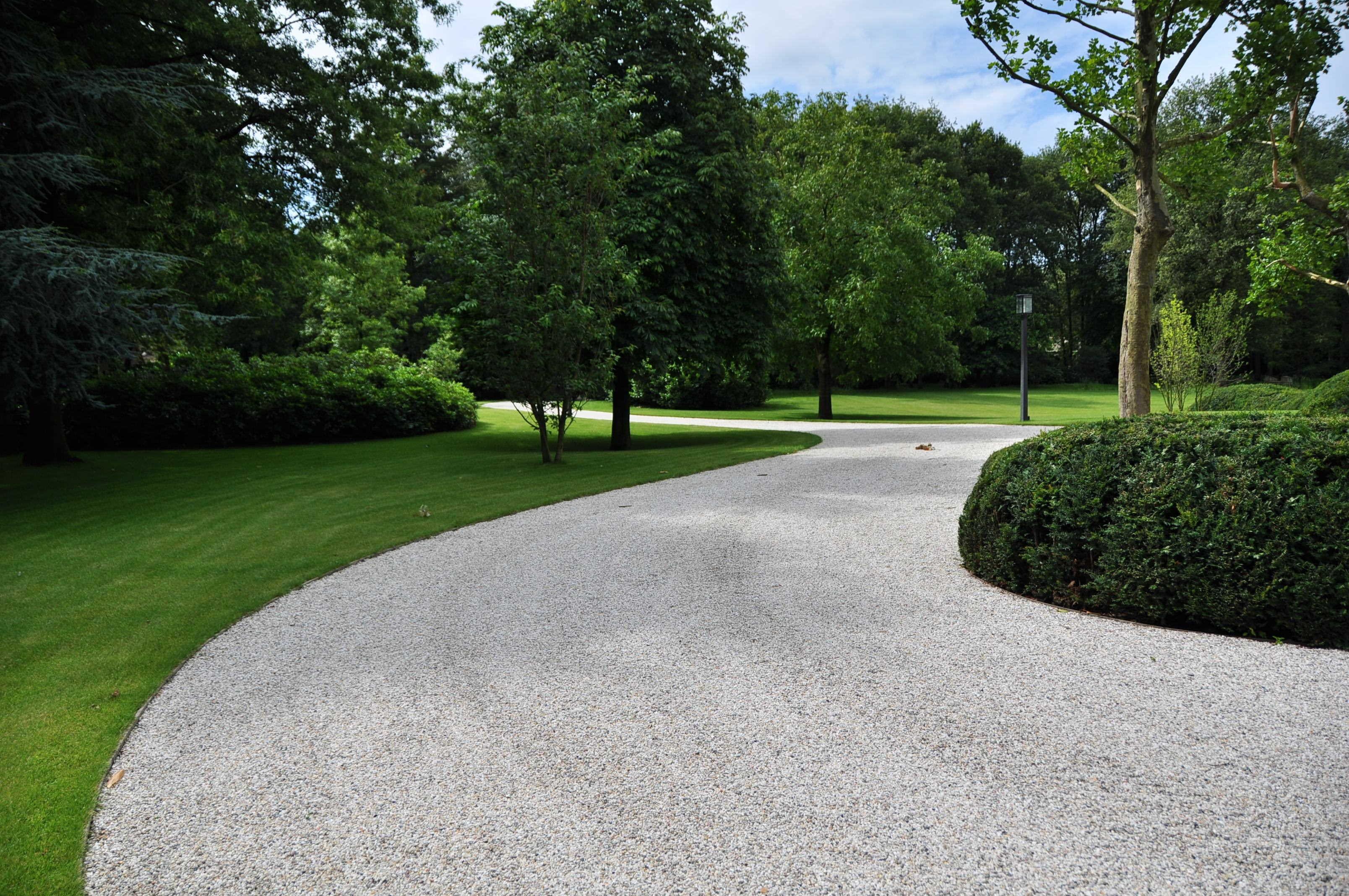 Viale giardino pietra design casa creativa e mobili - Pavimentazione giardino ...
