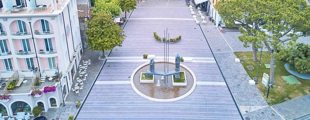 Pavimento in pietra naturale piazza cappelletti Desenzano Brescia